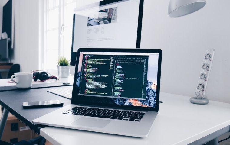 Dezvoltare și programare